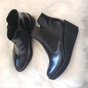 Rare Clarks pointed toe wedge ankle boots leather